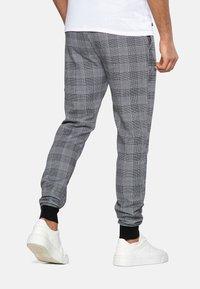 Threadbare - Teplákové kalhoty - black check - 2