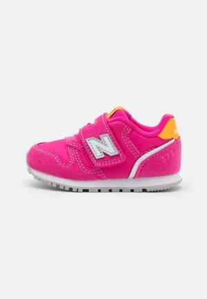 IZ373WP2 - Sneakersy niskie - exuberant pink