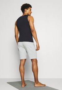 Curare Yogawear - SHORTS - Sports shorts - lightgrey melange - 2