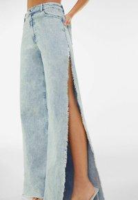 Bershka - WIDE LEG - Flared Jeans - light blue - 3