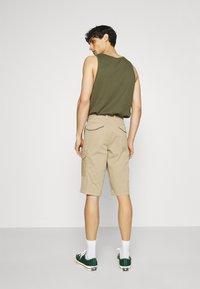 s.Oliver - BERMUDA - Shorts - beige - 2