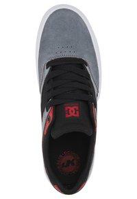 DC Shoes - KALIS VULC UNISEX - Trainers - black/grey/red - 2
