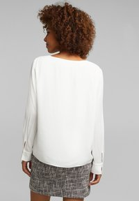 Esprit Collection - MIT KELCH-AUSSCHNITT - Blouse - off white - 2