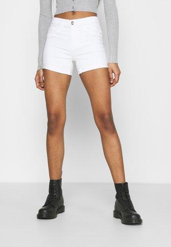 ONLROYAL LIFE - Short en jean - white