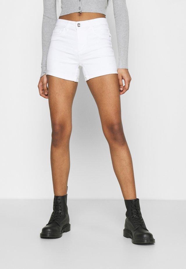 ONLROYAL LIFE - Shorts vaqueros - white