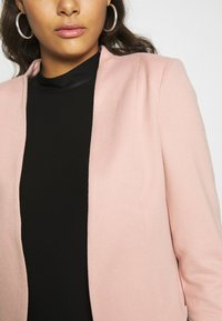 Vero Moda - VMJANEY SHORT - Blazer - misty rose - 5