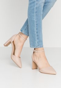 Rubi Shoes by Cotton On - JEANNE CLOSED TOE HEEL - Escarpins - pale taupe - 0