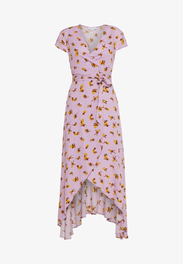 FLORAL WRAP MIDAXI DRESS - Maxikjoler - purple