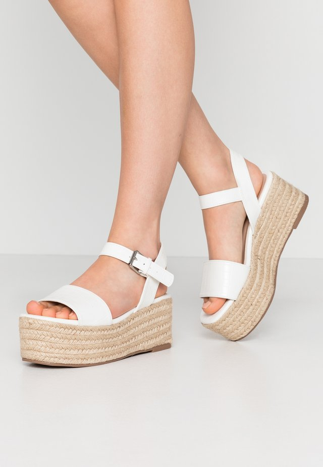 WHISKY CHUNKY FLATFORM WEDGE  - Loafers - white