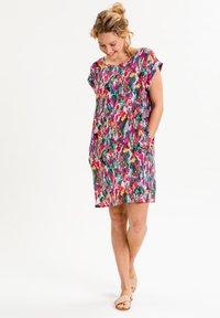 UVR Berlin - ANNABELLINA - Jersey dress - bunt  floraler print - 2