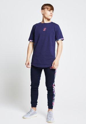 Camiseta estampada - navy   neon pink camo