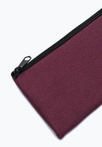 Hype - CREST - Pencil case - burgundy - 2