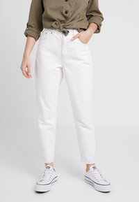 Topshop Petite - MOM - Relaxed fit jeans - white - 0