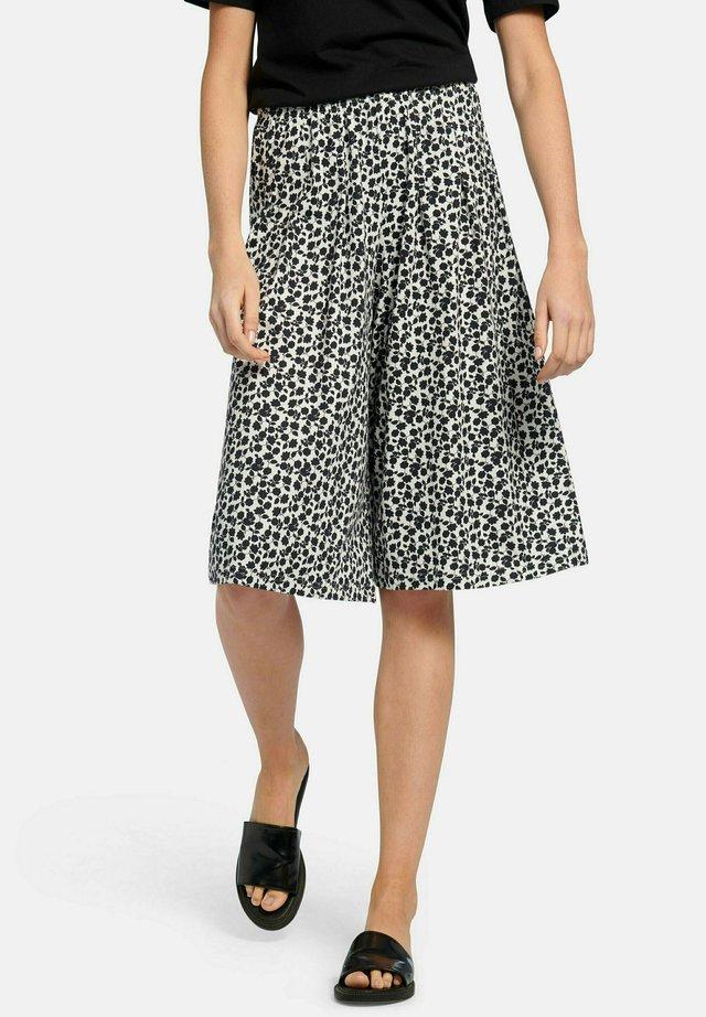 Shorts - weiß schwarz