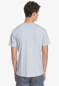 Quiksilver - DISTANT SHORES - Print T-shirt - athletic heather - 2