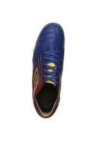 Umbro - CHALEIRA II PRO - Indoor football boots - deep surf / golden kiwi / toreador - 1