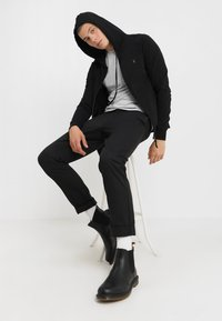 AllSaints - BRACE HOODY - Mikina na zip - black - 1