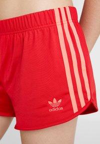 adidas Originals - Shorts - scarlet - 4