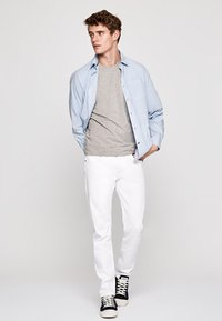 Pepe Jeans - STANLEY - Slim fit jeans - white - 1