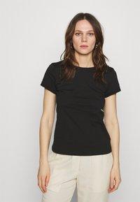 Calvin Klein Jeans - MICRO BRANDING OFF PLACED TEE - T-shirt basique - black - 0