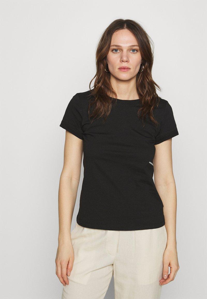 Calvin Klein Jeans - MICRO BRANDING OFF PLACED TEE - T-shirt basique - black