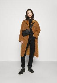 Scotch & Soda - LONG REVERSIBLE JACKET - Winter coat - camel - 1