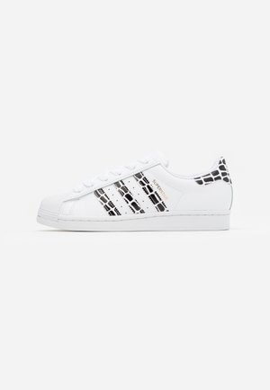 SUPERSTAR SPORTS INSPIRED SHOES - Baskets basses - footwear white/gold metallic/clear black