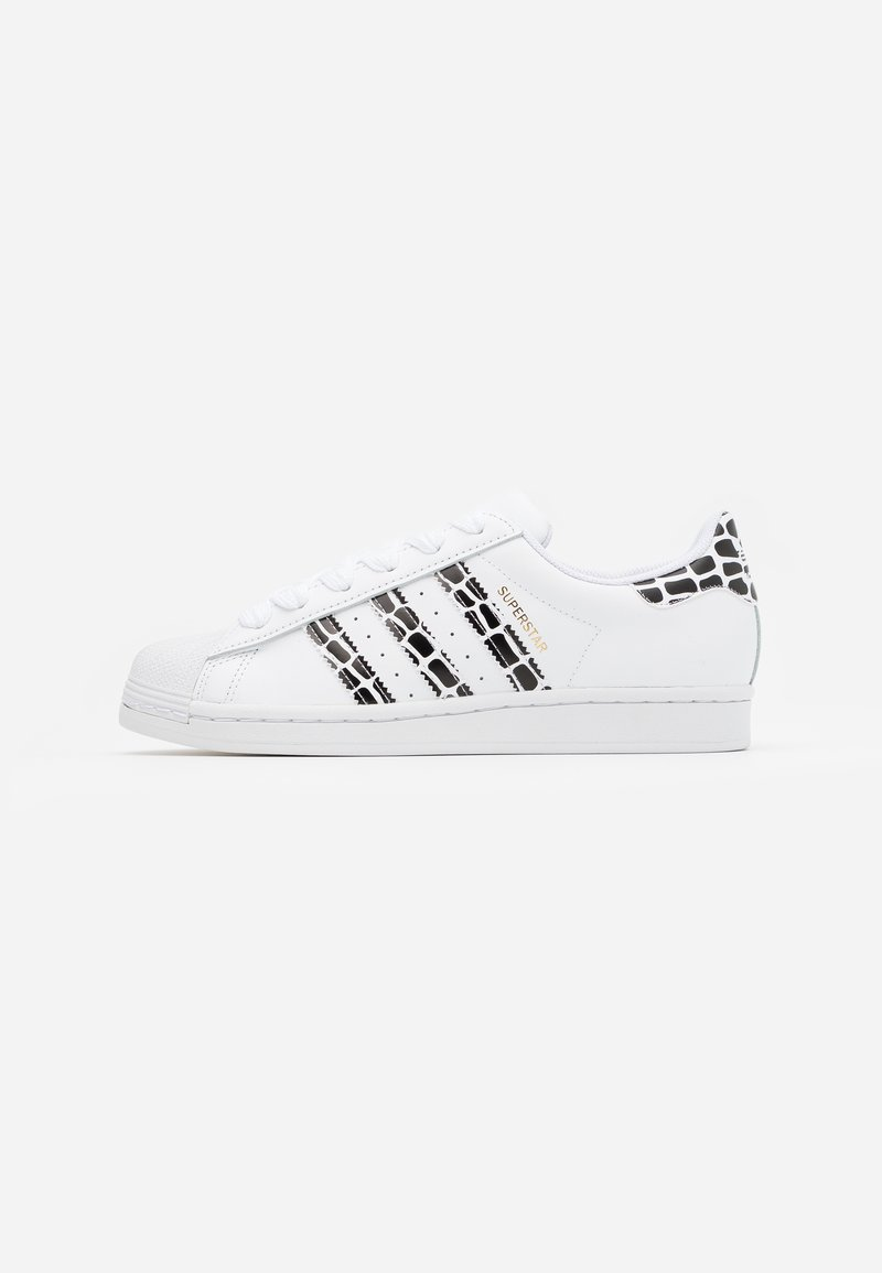 adidas Originals - SUPERSTAR SPORTS INSPIRED SHOES - Baskets basses - footwear white/gold metallic/clear black