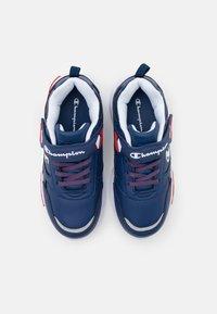 Champion - LOW CUT SHOE WAVE UNISEX - Sports shoes - royal blue - 3