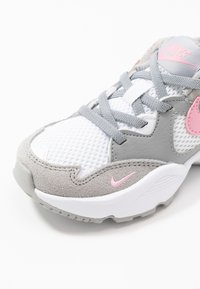 Nike Sportswear - AIR MAX FUSION UNISEX - Sneakers laag - light smoke grey/pink/white - 2
