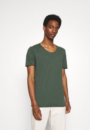 SLHNEWMERCE O NECK TEE 2 PACK - T-shirt - bas - frost gray/cilantro melange