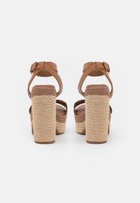 Tommy Hilfiger - INTERLACE - Platform sandals - summer cognac - 3