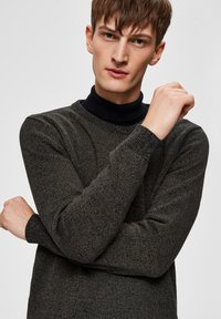 Selected Homme - SLHAIDEN  - Maglione - dark green - 3