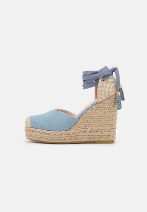 WIDE FIT DORIAN - Zapatos de plataforma - blue