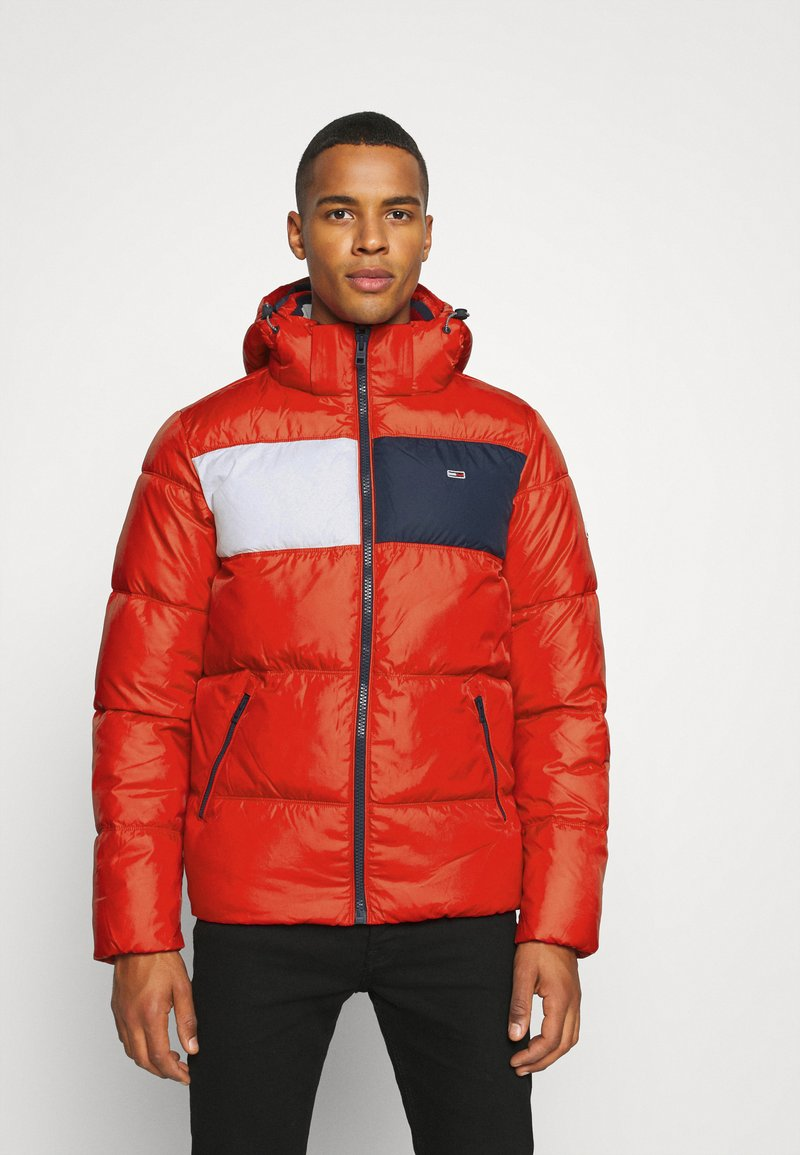 Tommy Jeans - COLORBLOCK PADDED JACKET - Kurtka zimowa - deep crimson