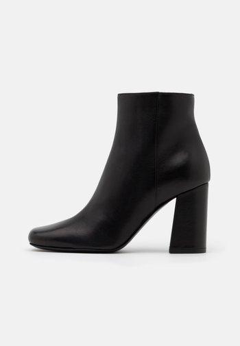 TRONCHETTO - Ankle boots - nero
