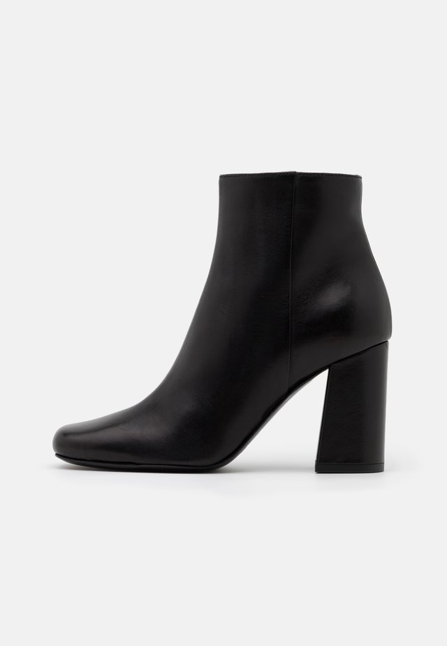 TRONCHETTO - Ankle boot - nero