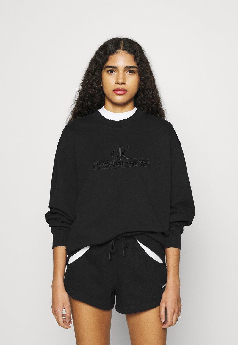 Calvin Klein Jeans - EMBROIDERY ECO WASH CREWNECK - Sweatshirt - black