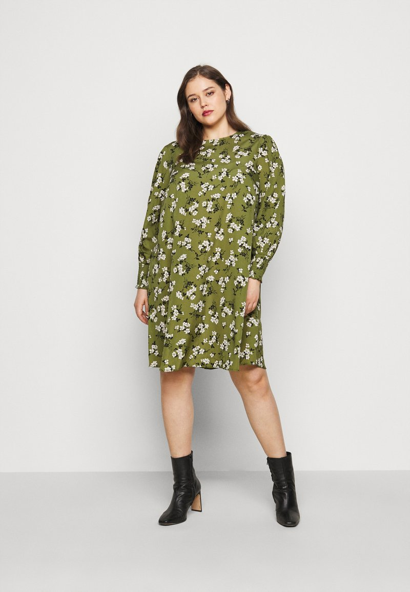 New Look Curves - AMELIE FLORAL SMOCK - Day dress - green