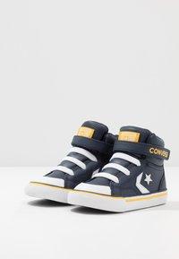 Converse - PRO BLAZE STRAP VARSITY - Zapatillas altas - obsidian/amarillo/white - 3
