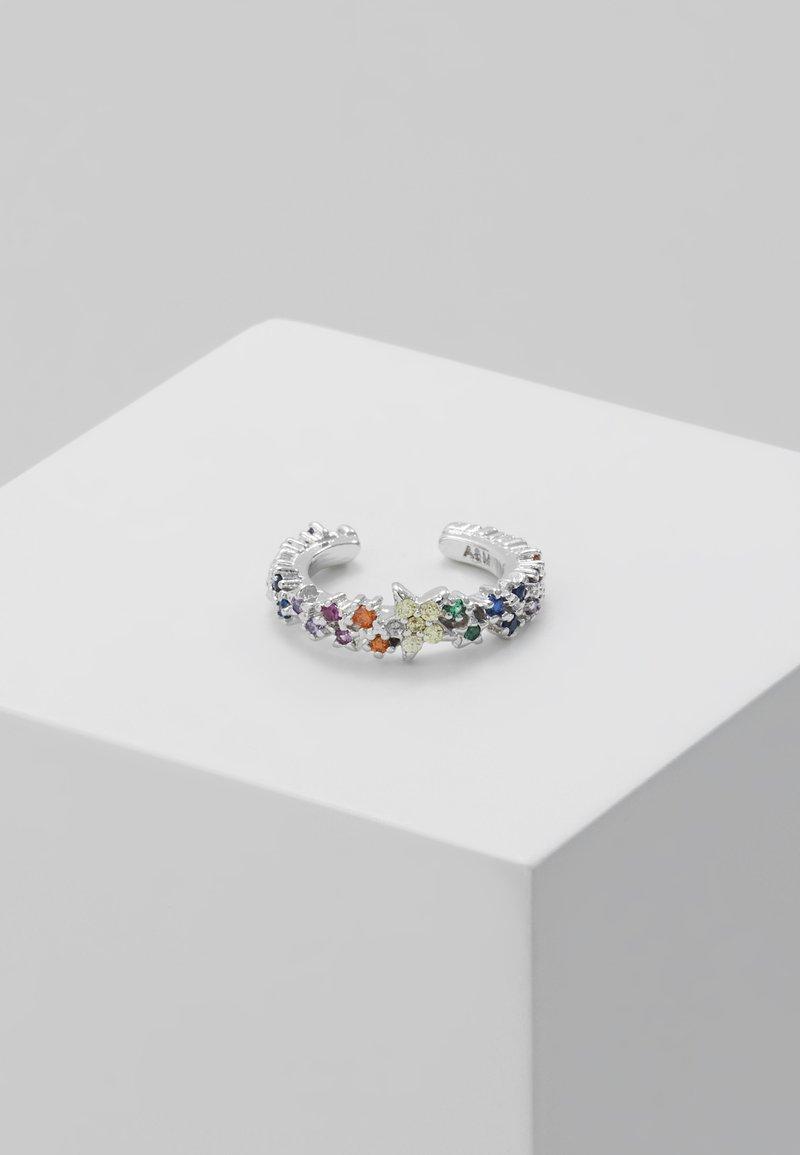 Astrid & Miyu - RAINBOW STAR EAR CUFF - Earrings - silver-coloured