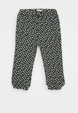 NMFLATINNA PANT - Teplákové kalhoty - darkest spruce
