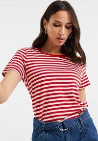 WE Fashion - Print T-shirt - bright red - 3