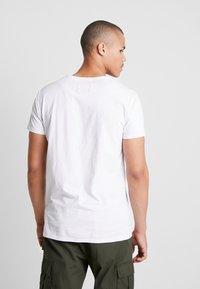 Tigha - HEIN - T-shirt - bas - white - 2