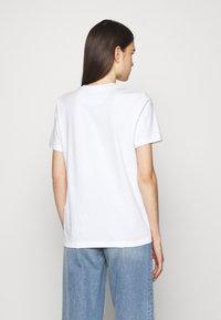 Coach - WOMENS PATCHWORK REXY TEE - Print T-shirt - optic white - 2