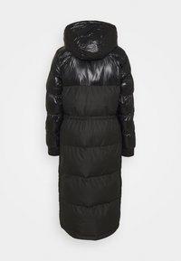 Columbia - PIKE LAKE™ LONG JACKET - Zimní kabát - black - 1