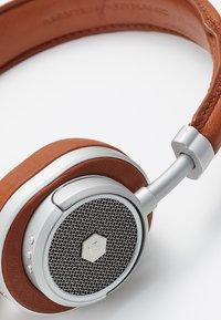 Master & Dynamic - MW50 WIRELESS ON-EAR - Høretelefoner - brown/silver-coloured - 6