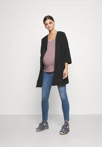 GAP Maternity - ALFRED - Jeans slim fit - medium indigo - 1