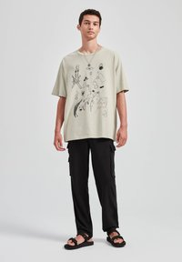PULL&BEAR - T-shirt print - beige - 1