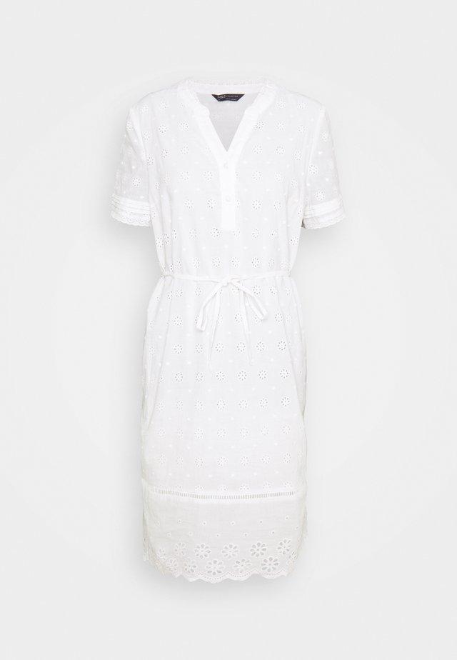 BRODERIE - Denní šaty - white